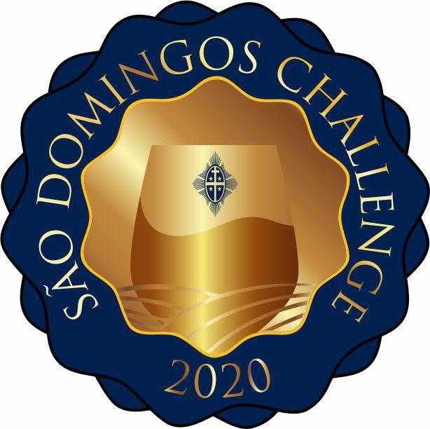 """O """"São Domingos Challenge 2020"""", ocorrido em 31 de agosto, foi absolutamente vibrante. Conjugaram provas de espumantes, vinhos tranquilos e aguardentes, com a melhor gastronomia regional e culminaram com a realização do """"São Domingos Challenge 2020"""". Foi um desafio que colocámos a mais de uma dezena de Sommeliers, para avaliar como jurados um conjunto de 20 vinhos tintos que fazem ou farão parte do portfólio das Caves São Domingos. Foi um dia intenso onde, sem receios, colocámos à prova, no intuito de conhecermos a percepção externa que estes grandes profissionais têm dos nossos vinhos. O nosso muito obrigado a todos aqueles que se deslocaram de vários locais do país para estar connosco nesta viagem desafiante, bem como à nossa equipa e colaboradores que tanto contribuíram para que o """"São Domingos Challenge 2020"""" tenha decorrido de f"""